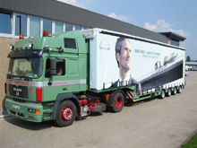 This Faymonville semitrailer was realized in four-colour printing tarpaulin.